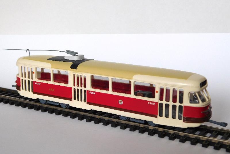 44a1d6f8646 Tramvaj T2 s tyčovým sběračem písková střecha DP Praha (model)